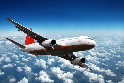 Der Artikel berichtet von Flugreisen mit Studentenrabatten.