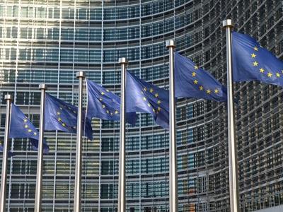 EU-Flaggen Hochhaus