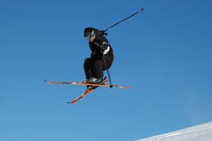 Ski-Trick in der Luft