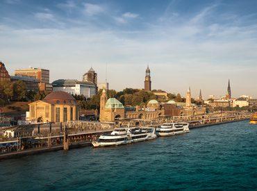 Inhalt des Artikels sind Hafenrundfahrten in der Hanstestadt Hamburg.